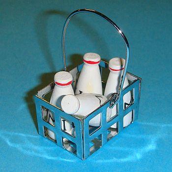Panier en métal rempli de bouteilles de lait en bois – 786/227