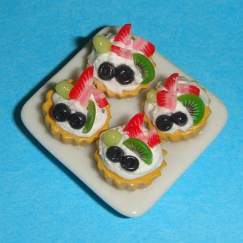 Petite assiette en porcelaine avec 4 petites tartes – 786C3
