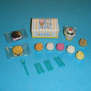 6 Petits gâteaux, 2 cookies, une glace, une boîte et les cuillères – 786CU41